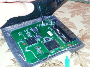 inside of Linksys e2500